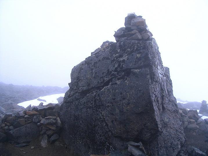 Foto: Andreas Koller / Wander Tour / Auf die Kuppen des Galdhoe (2283 m) / Schlechtes Wetter am Nordgipfel / 04.08.2009 00:36:49