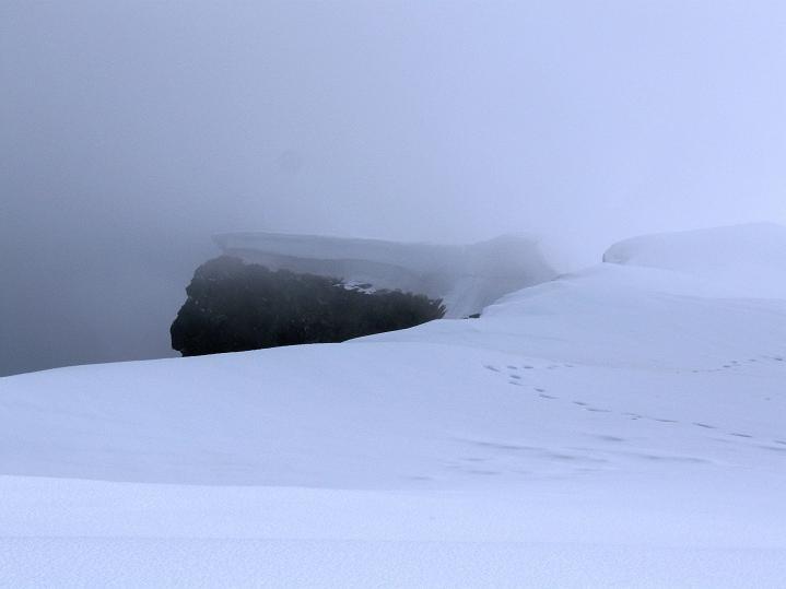Foto: Andreas Koller / Wander Tour / Von Spiterstulen auf den Glittertind (2465 m) / Die nach N überwechtete Eiskappe des Glittertind ist erreicht / 05.08.2009 18:52:58