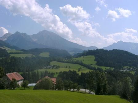 Foto: Johann P. / Mountainbike Tour / Runde um Windischgarsten / Blick zurück zum Pyhrgas und Bosruck / 07.08.2009 13:04:40