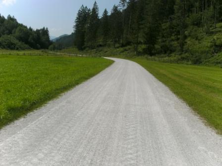 Foto: Johann P. / Mountainbike Tour / Runde um Windischgarsten / Strasse im Mayrwinkel zur Schottergrube / 07.08.2009 13:08:24