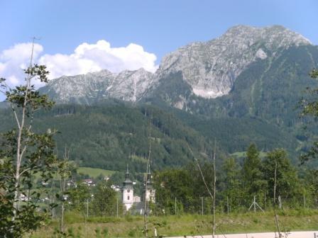 Foto: Johann P. / Mountainbike Tour / Runde um Windischgarsten / Blick auf Stiftskirche von hinten und Gr. Pyhrgas / 07.08.2009 13:11:04