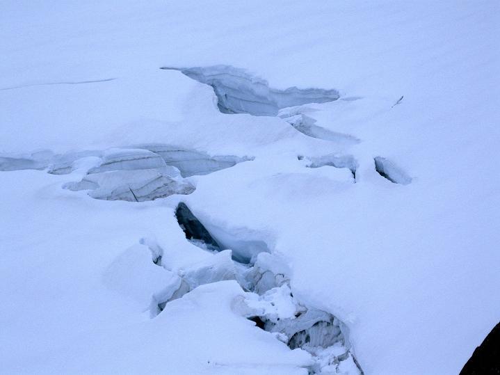Foto: Andreas Koller / Wander Tour / Galdhopiggen (2469m) - Gletschertour auf den höchsten Berg Nordeuropas  / Warum da manche trotzdem ohne Seil den Gletscher queren??? / 07.08.2009 01:08:03