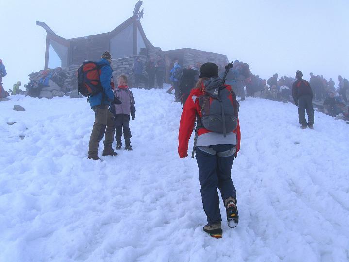Foto: Andreas Koller / Wander Tour / Galdhopiggen (2469m) - Gletschertour auf den höchsten Berg Nordeuropas  / Eintreffen am Gipfel / 07.08.2009 01:00:55