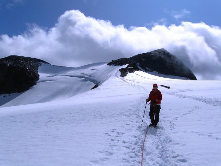 Foto: Andreas Koller / Wander Tour / Galdhopiggen (2469m) - Gletschertour auf den höchsten Berg Nordeuropas  / Am Styggebreen mit Galdhopiggen / 07.08.2009 00:51:08