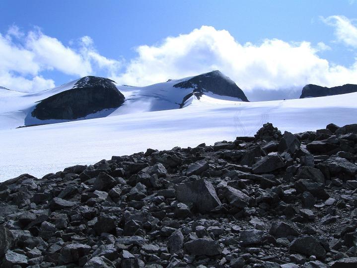 Foto: Andreas Koller / Wander Tour / Galdhopiggen (2469m) - Gletschertour auf den höchsten Berg Nordeuropas  / Letzter Blick auf den Galdhopiggen und seine Trabanten / 07.08.2009 00:48:22