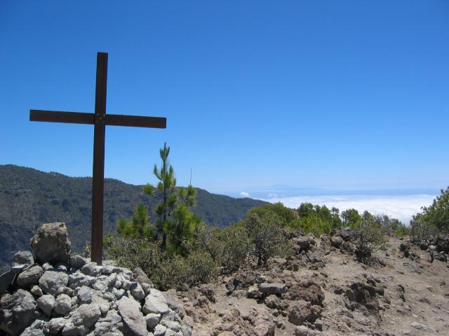 Foto: elipes / Wander Tour / Pico Bejenado / Gipfelkreuz Pico Bejenado / 04.08.2009 12:21:20