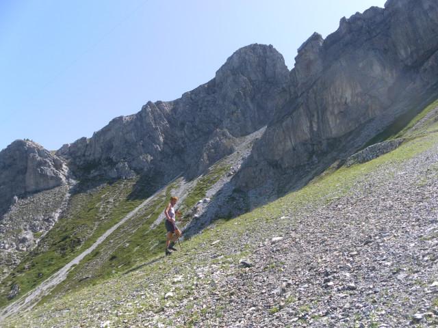 Foto: Wolfgang Lauschensky / Wander Tour / Herbertspitze (2137m) / Abzweig des Pfades von der Gamsleitenpiste zur Scharte links / 24.08.2012 19:15:45
