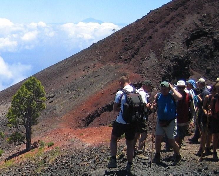 Foto: pele62 / Wander Tour / Vulkanroute / Von den Gipfeln der Vulkanroute (Cumbre Vieja) hatte man immer wieder ganz tolle Ausblicke u. a. bis zur Nachbarinsel Teneriffa mit dem Pico del Teide in ca. 110 km Entfernung. / 01.06.2012 15:34:54