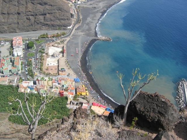 Foto: elipes / Wander Tour / El Time / Tiefblick auf Puerto de Tazacorte / 04.08.2009 21:54:11
