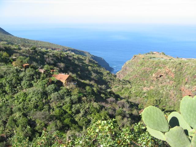 Foto: elipes / Wander Tour / Von Las Tricias zu den Buracas-Höhlen / Blick zum Cafe de Aloe / 04.08.2009 21:50:27