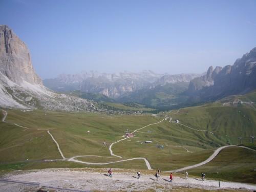 Foto: hofsab / Mountainbike Tour / Rund um die Sella über Grödner-, Sella- und Pordoijoch (2239 m) / steile Auffahrt zum Col Rodella / 26.08.2009 12:59:59