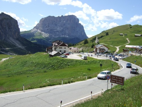 Foto: hofsab / Mountainbike Tour / Rund um die Sella über Grödner-, Sella- und Pordoijoch (2239 m) / am Grödner Joch / 26.08.2009 13:00:38
