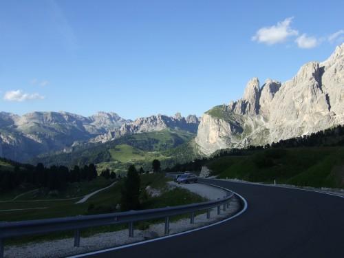 Foto: hofsab / Mountainbike Tour / Rund um den Langkofel über Col Rodela (2484 m) / Auffahrt über die Schotter- dann Asphaltstraße von Plan de Gralba / 27.08.2009 21:29:53
