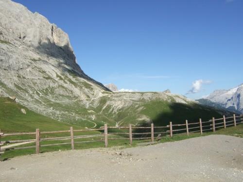 Foto: hofsab / Mountainbike Tour / Rund um den Langkofel über Col Rodela (2484 m) / bei der Plattkofelhütte auf 2297 m / 27.08.2009 21:34:34
