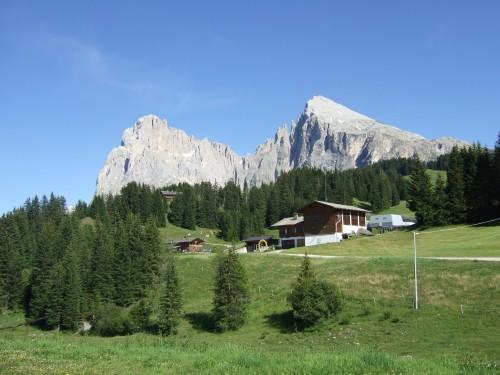 Foto: hofsab / Mountainbike Tour / Rund um den Langkofel über Col Rodela (2484 m) / die Beiden werden umrundet / 27.08.2009 21:37:39