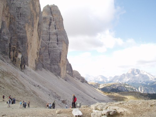 Foto: hofsab / Mountainbike Tour / Rund um die Drei Zinnen über Paternsattel (2454 m) / auf der überlaufenen Schotterstraße zum Paternsattel / 26.08.2009 13:03:39