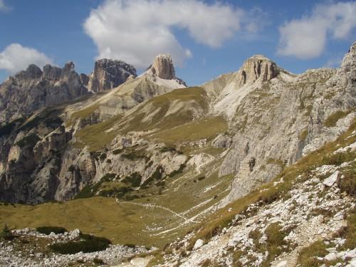 Foto: hofsab / Mountainbike Tour / Rund um die Drei Zinnen über Paternsattel (2454 m) / Trail ins Tal ist erkennbar / 26.08.2009 13:05:01