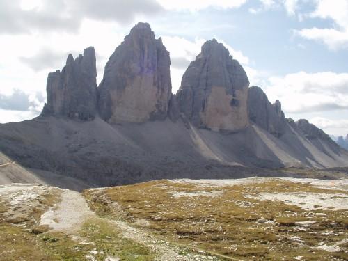 Foto: hofsab / Mountainbike Tour / Rund um die Drei Zinnen über Paternsattel (2454 m) / noch ein Blick zurück auf die 3 Zinnen / 26.08.2009 13:05:21