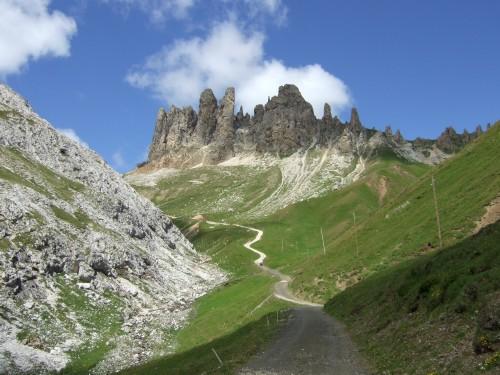 Foto: hofsab / Mountainbike Tour / Rund um den Schlern über Eselrücken (2560 m) und Prügelweg / schwere Auffahrt zur Tierser Alphütte / 27.08.2009 21:04:34