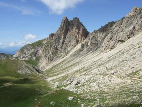 Foto: hofsab / Mountainbike Tour / Rund um den Schlern über Eselrücken (2560 m) und Prügelweg / Singletrail unterhalb der Roterdspitze / 27.08.2009 21:07:04