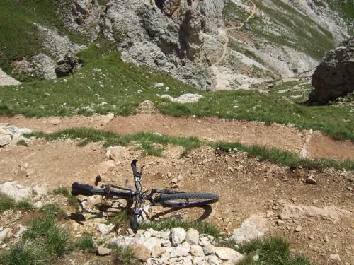 Foto: hofsab / Mountainbike Tour / Rund um den Schlern über Eselrücken (2560 m) und Prügelweg / lange Schiebe- und Tragestrecke / 27.08.2009 21:08:26