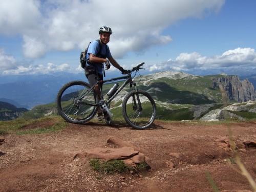 Foto: hofsab / Mountainbike Tour / Rund um den Schlern über Eselrücken (2560 m) und Prügelweg / geschafft, auf 2560 m angekommen / 27.08.2009 21:09:24