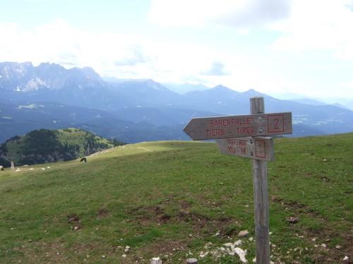 Foto: hofsab / Mountainbike Tour / Rund um den Schlern über Eselrücken (2560 m) und Prügelweg / hier beginnt der schwierige Dowhnill / 27.08.2009 21:11:10