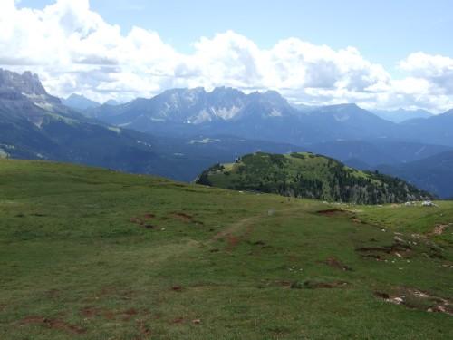 Foto: hofsab / Mountainbike Tour / Rund um den Schlern über Eselrücken (2560 m) und Prügelweg / zwischendurch wieder weicher Boden unter den Reifen / 27.08.2009 21:13:53
