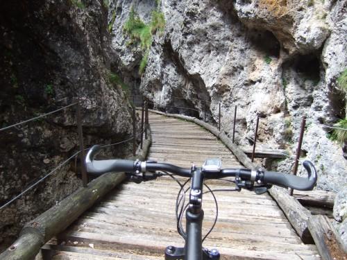 Foto: hofsab / Mountainbike Tour / Rund um den Schlern über Eselrücken (2560 m) und Prügelweg / kann bei Nässe ungangenehm werden / 27.08.2009 21:15:08