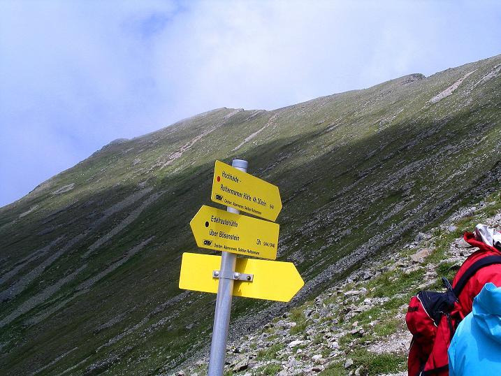 Foto: Andreas Koller / Wander Tour / Über den Gefrorenen See zum Dreistecken-Grat (2449 m) / Zurück in der Scharte mit Blick auf den Grat zum Dreistecken / 07.08.2009 16:45:28