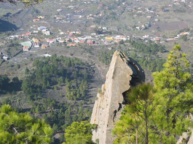 Foto: elipes / Wander Tour / Von Jedey zu den Campanarios / Blick von den Campanarios auf Jedey / 10.08.2009 18:46:51