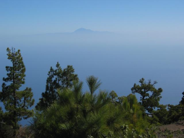 Foto: elipes / Wander Tour / Von der Ermita Virgen del Pino zur Punta de los Roques / Blick nach Teneriffa / 10.08.2009 19:44:44