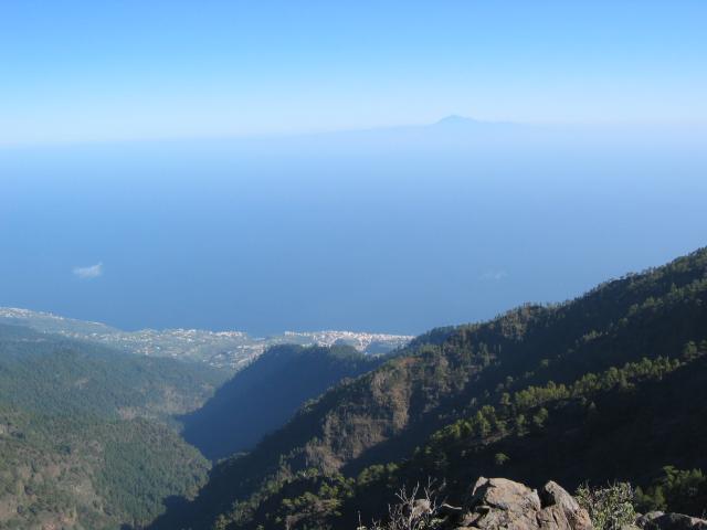 Foto: elipes / Wander Tour / Von der Ermita Virgen del Pino zur Punta de los Roques / Blick nach Sta. Cruz / 10.08.2009 19:46:58