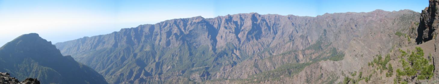 Foto: elipes / Wander Tour / Von der Ermita Virgen del Pino zur Punta de los Roques / Panorama von der Punta de los Roques / 10.08.2009 19:47:47