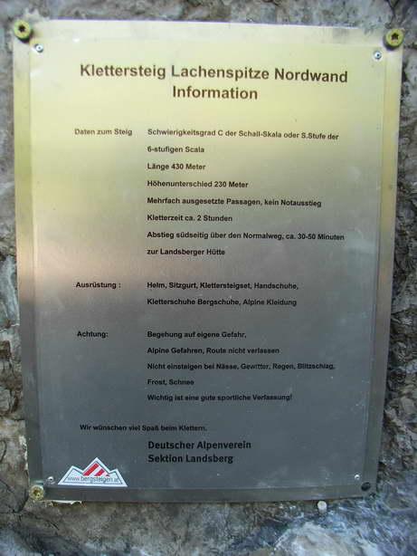 Foto: felskraxler / Klettersteig Tour / Lachenspitze Nordwand Klettersteig / Tafel beim Einstieg / 11.08.2009 00:31:47