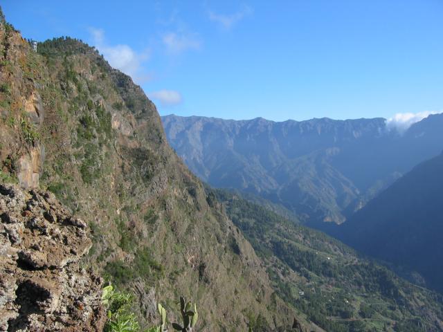 Foto: elipes / Wander Tour / Vom Mirador El Time zum Torre del Time / Blick in die Caldera / 11.08.2009 09:19:50