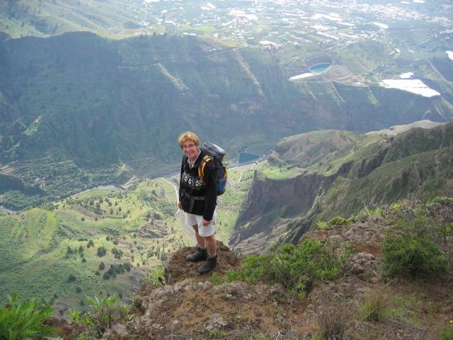 Foto: elipes / Wander Tour / Vom Mirador El Time zum Torre del Time / Abbruch zur Caldera / 11.08.2009 09:20:32