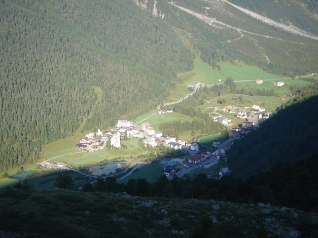 Foto: Manfred Karl / Klettersteig Tour / Südwand Klettersteig auf die Tschenglser Hochwand / Sulden vom Weg Nr. 12 / 22.08.2009 21:20:53