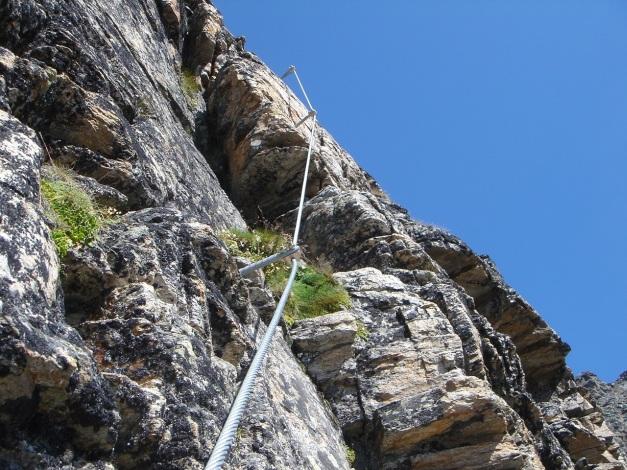 Foto: Manfred Karl / Klettersteig Tour / Südwand Klettersteig auf die Tschenglser Hochwand / Immer wieder folgen steilere Aufschwünge / 22.08.2009 21:12:58