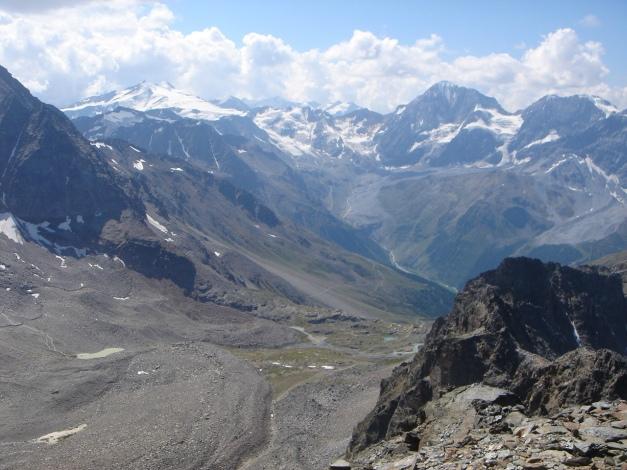 Foto: Manfred Karl / Klettersteig Tour / Südwand Klettersteig auf die Tschenglser Hochwand / Der Kamm vom Cevedale zum Monte Zebru / 22.08.2009 21:02:35