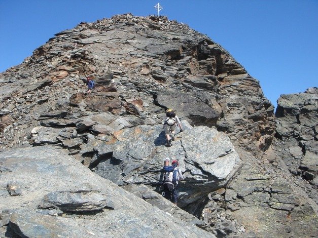 Foto: Manfred Karl / Klettersteig Tour / Südwand Klettersteig auf die Tschenglser Hochwand / Im Vordergrund der Block mit den Klammern / 22.08.2009 21:01:41