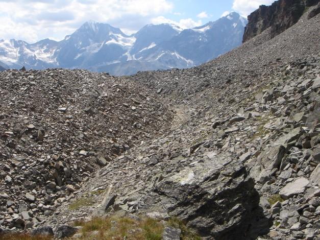 Foto: Manfred Karl / Klettersteig Tour / Südwand Klettersteig auf die Tschenglser Hochwand / Moränen soweit das Auge reicht - der Wanderweg nützt geschickt die Schwachstellen / 22.08.2009 20:59:30