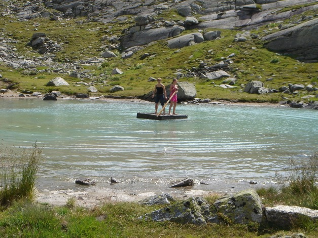 Foto: Manfred Karl / Klettersteig Tour / Südwand Klettersteig auf die Tschenglser Hochwand / Auch Wassersportmöglichkeiten gibt es hier ;-) / 22.08.2009 20:58:43