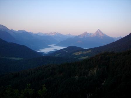 Foto: hanna84 / Wander Tour / Über die Hochkampschneid zum Scheibenkaser / Morgennebel über Berchtesgaden / 25.08.2009 19:29:21