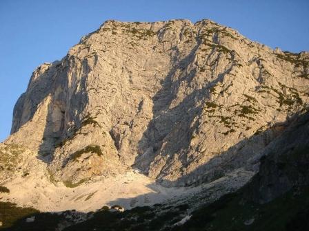Foto: hanna84 / Wander Tour / Über die Hochkampschneid zum Scheibenkaser / Untersberg im Morgenlicht / 25.08.2009 19:27:02