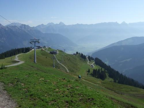 Foto: hofsab / Mountainbike Tour / Rund um das Spielberghorn über Asitzkopf (1914 m) und Schreiende Brunnen / die steile Auffahrtsstraße ist gut zu erkennen / 28.08.2009 18:58:43