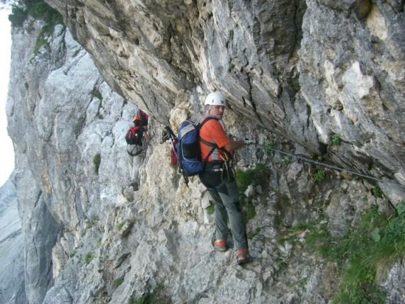 Foto: winsch / Klettersteig Tour / Prisojnik Fensterweg / der Einstieg / 29.08.2009 16:38:34