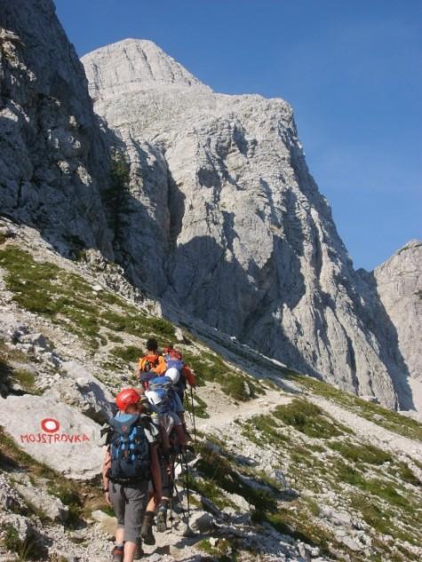 Foto: winsch / Klettersteig Tour / Klettersteig Mala Mojstrovka / Zustieg mit Blick zum Klettersteig / 29.08.2009 17:05:10