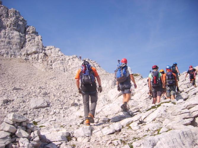 Foto: winsch / Klettersteig Tour / Klettersteig Mala Mojstrovka / Querung am kleinen Plateau kurz vor dem letzten Grataufschwung / 29.08.2009 17:06:00