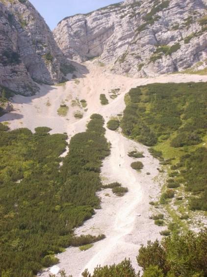 Foto: winsch / Klettersteig Tour / Klettersteig Mala Mojstrovka / Abstieg über die Schotterrutsche kurz vor dem Parkplatz / 29.08.2009 17:06:40